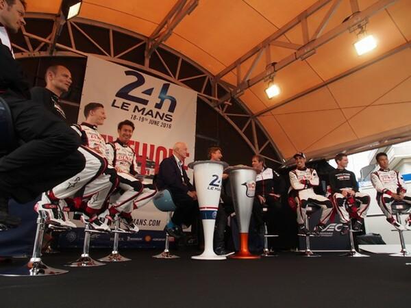 トヨタのドライバーたちもトークショーに参加。元F1ドライバーが多いチームとあって、人気が高く、約1時間もトークショーは続いた。