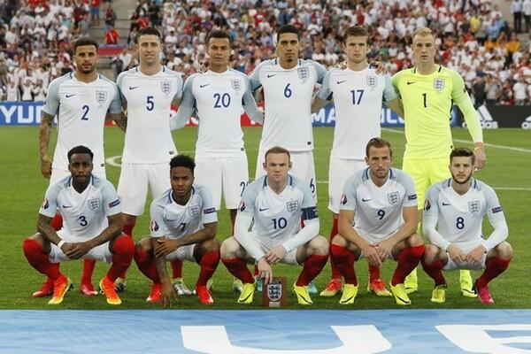 今大会のイングランドは20歳のデル・アリ(20番)ら若い選手が多く、「経験値のなさ」が指摘されている