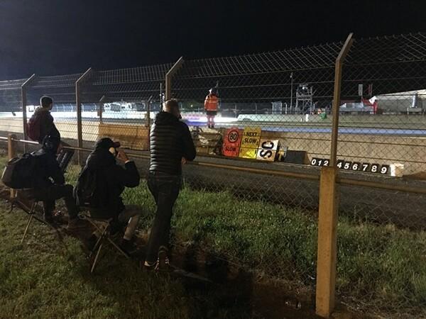 常設カートサーキットの近くは、このようにマーシャルとの距離もない状態で、レースを観戦できる。まさにベストスポット