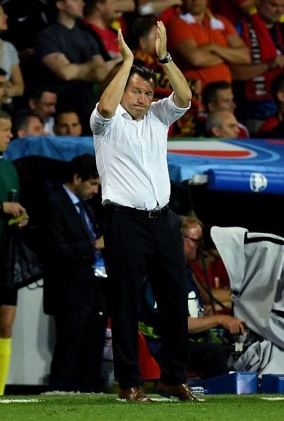 試合前、「もっとゴールに向かってプレーしろ」とアザールに要求していたウィルモッツ監督