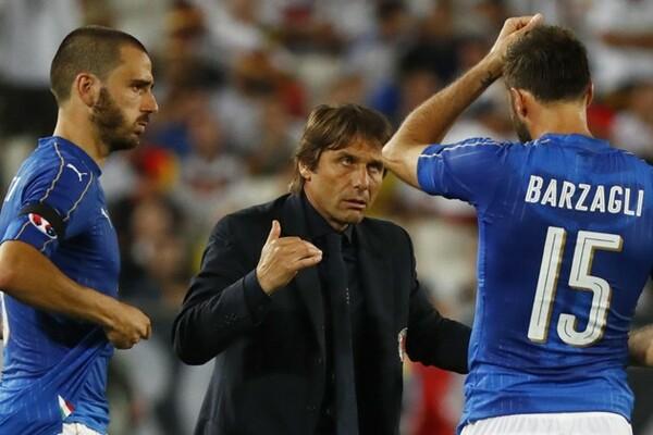 イタリアが今大会躍進を果たしたのは、コンテ監督(中央)が「戦力的な劣勢を戦術で埋め合わせた」からこそだった