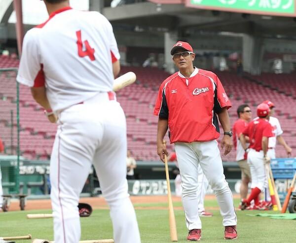 打撃コーチ1年目で打線を生まれ変わらせた石井コーチ(右)