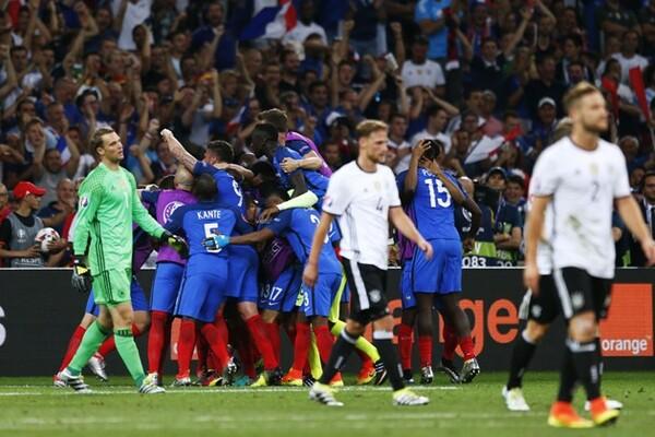フランスとの準決勝に敗れ、大会から姿を消したドイツ(白)。しかし、批判の声はほとんどなかった