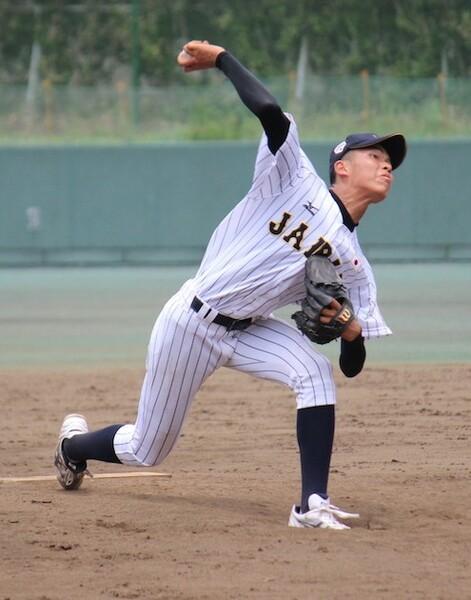 外野手登録ながら185センチの長身から投げ下ろす投球で、投手としての活躍も期待される黒須