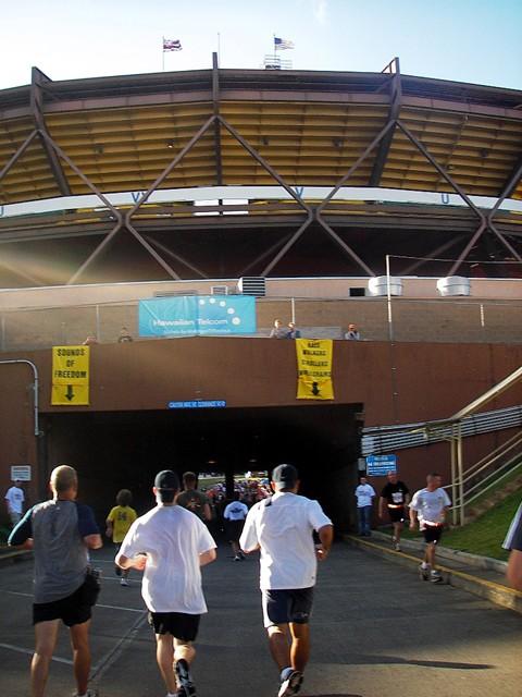 ゴールとなるアロハスタジアムの入り口