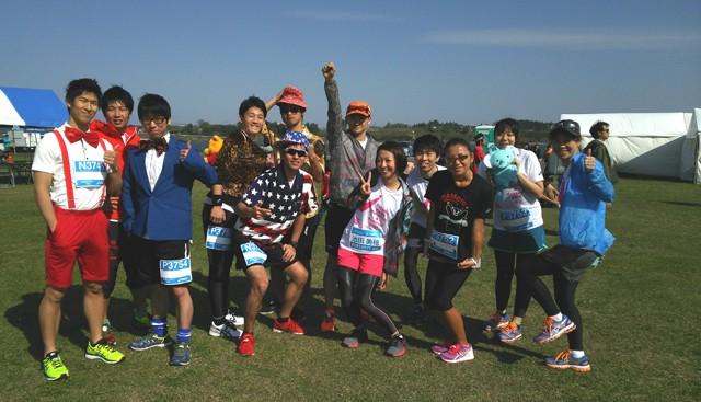東北のおいしいものを飲む&食べるを満喫できるマラソン大会。仮装ランナーも多数参加