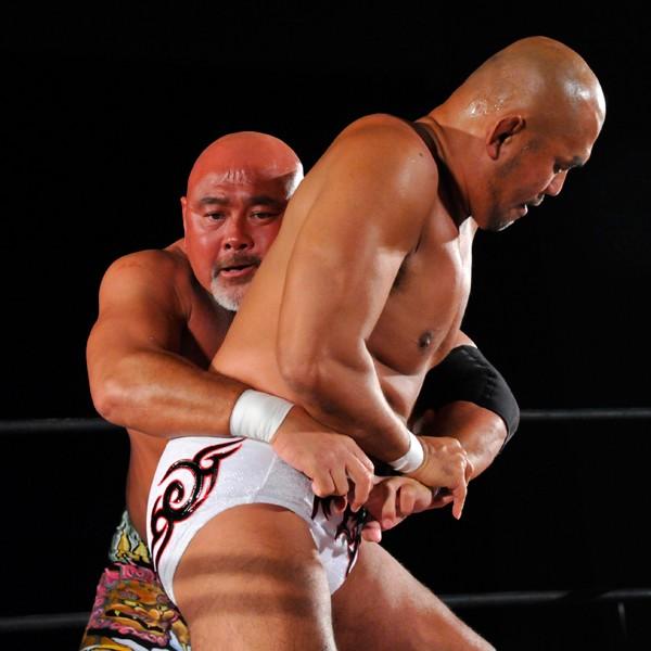 全日本プロレスの分裂以来、約3年ぶりに対戦した武藤と秋山