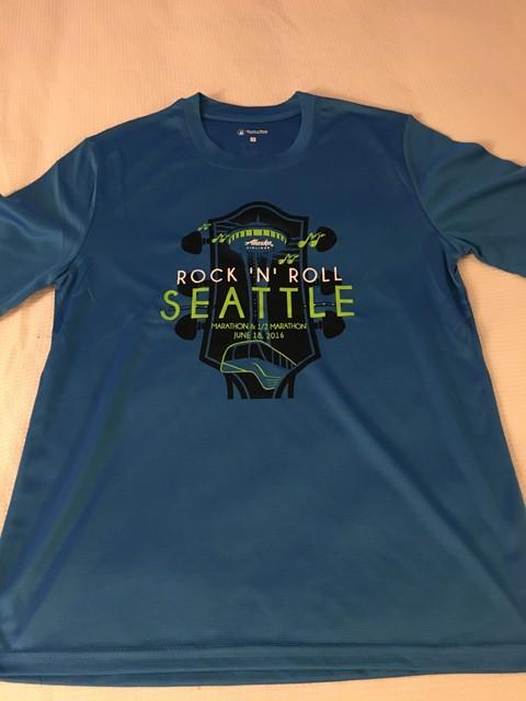 参加Tシャツはブルックス製の吸汗速乾性に優れたタイプで、レース当日に着ているランナーも多かった