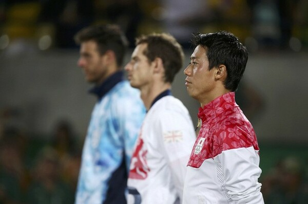 リオ五輪で銅メダルに輝いた錦織(右端)。この自信と達成感を全米オープンでエネルギーにすることができるだろうか