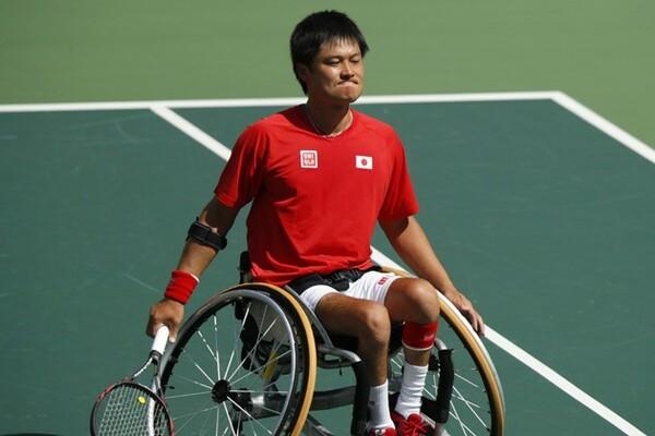 車いすテニス男子シングルス準々決勝で、第2シードのジェラールに敗れ悔しそうな表情を見せる国枝