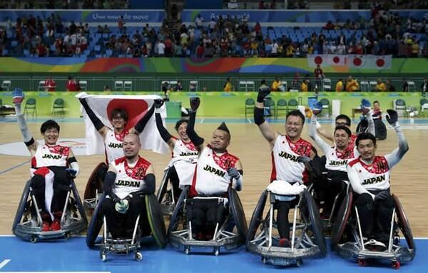 悲願の銅メダルを獲得した日本。チームは歓喜に沸いた