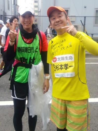 小嶋一代さん(左)
