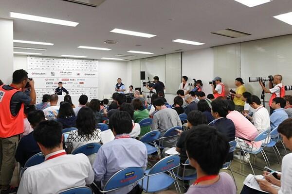 会見が、英語力アップ、試合の振り返りの機会になったと話す杉山さん