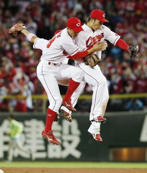 25年ぶりの日本シリーズ、広島は地元で2連勝の好スタートを切った