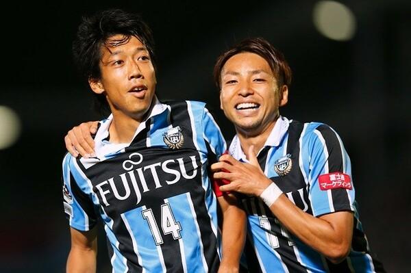途中交代の多かった小林(右)がチームの大黒柱に成長。今では日本代表にも選ばれるようになった