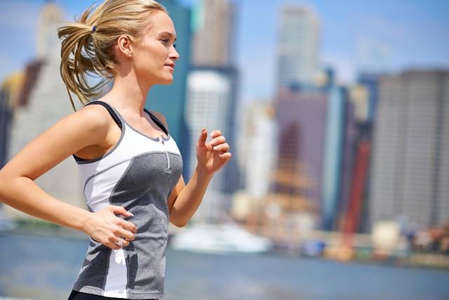 マラソンのためのコアトレーニング(17) 意外と重要!股関節を「外に開く」動き