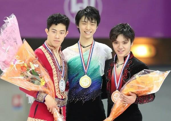 華麗なる4回転合戦となったGPファイナル。羽生(中央)が史上初の4連覇。銀メダルは17歳のチェン(左)、宇野は銅メダルで2年連続の表彰台入りを果たした