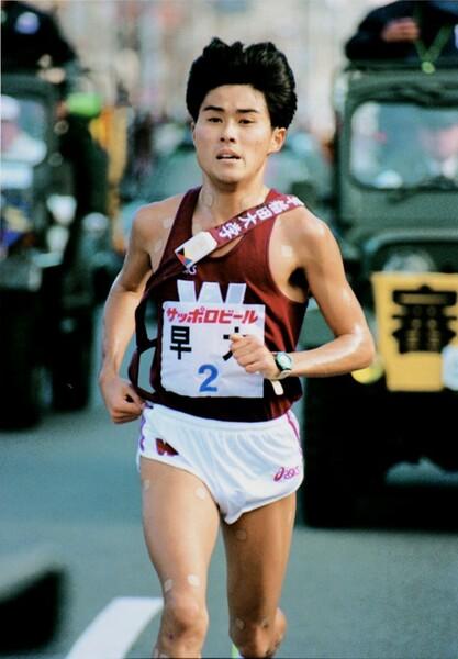 第72回箱根駅伝(1996年)2区で8人抜きを達成した渡辺康幸。この勢いを生かし早稲田大が往路を制した