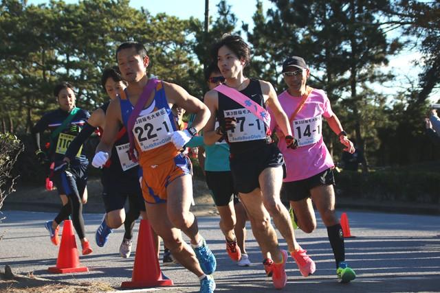 Aチームの1番手、湊Pさん(写真中央)がスタートダッシュでトップへ