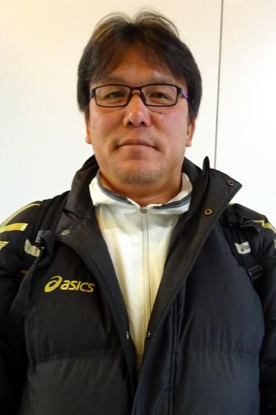 スキポール空港でインタビューに応えてくれた藤枝明誠サッカー部の松本安司監督