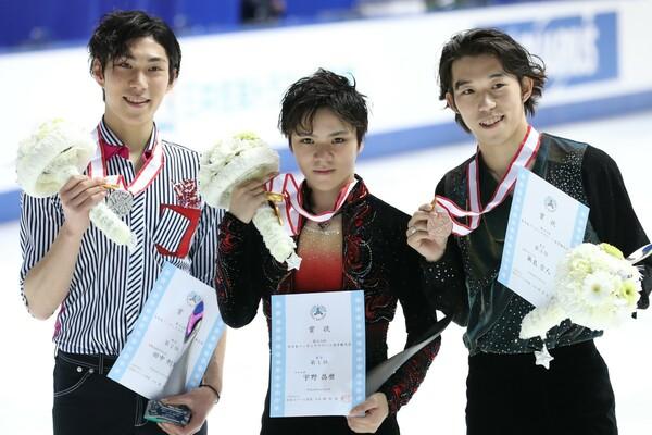 全日本選手権の表彰台に上った(左から)田中、宇野、無良