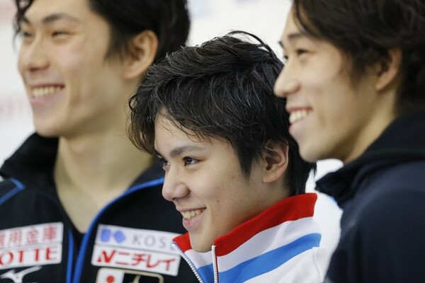 宇野昌磨(中央)が圧勝で全日本選手権初制覇を果たした