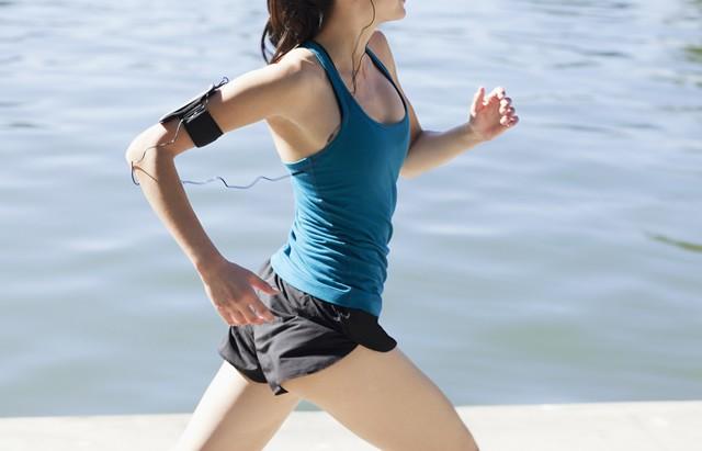 マラソンのためのコアトレーニング(18) 内腿強化でロスの少ない走りを