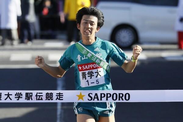 青山学院大が堅実なレース運びで3年連続となる箱根駅伝往路制覇を達成した
