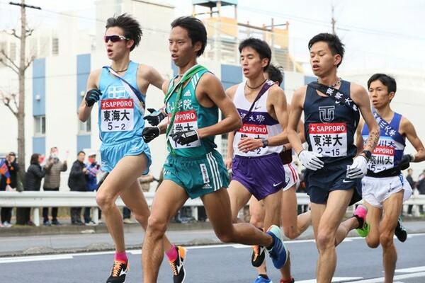 一色は万全な状態に見えなかったがしっかりと責任は果たした。一方で神奈川大の鈴木(右)が2区で強さを見せた