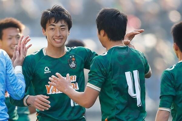 初戦となった2回戦から決勝まで、5試合すべてでゴールを挙げた高橋(左)は、悲願の初優勝に貢献した