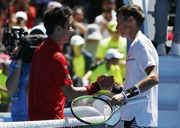 クズネツォフ(右)は格上の錦織に対して臆せず積極的なテニスを見せた