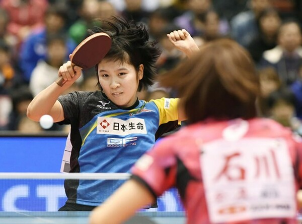 16歳の平野美宇が、全日本選手権で優勝。4連覇がかかった石川佳純を決勝で下し、史上最年少Vを飾った