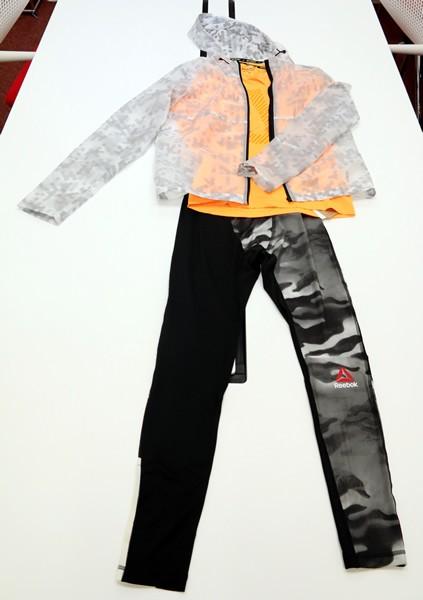 冬用のランニングTシャツ、ウインドブレーカー、短パン、タイツといったスタイルでOK