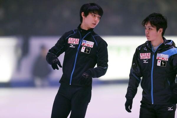 平昌五輪と同じ会場で行われる今回の四大陸選手権で、羽生(左)や宇野ら日本勢は何をつかむか