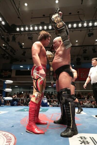 大阪の三冠戦に向けて、宮原とボディガーがにらみ合う