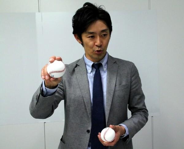 江尻氏に実際、両方のボールを手に取りながら違いを説明してもらった。WBC球はカット系の芯を外すボールのほうが効果的ではないかとのこと