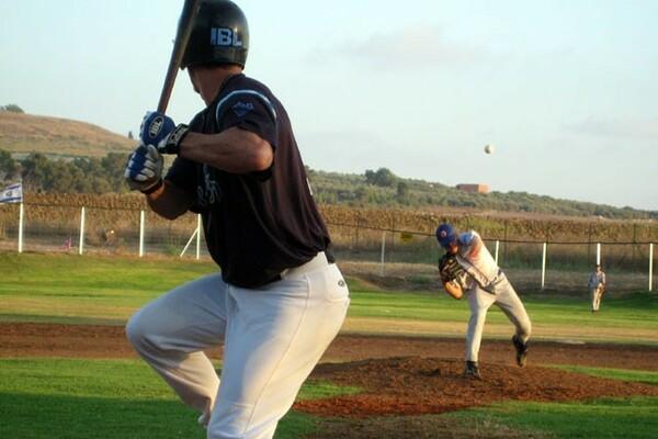 2007年にイスラエルのWBC出場を究極の目標に設立されたイスラエルのプロリーグ。1シーズンで休止したが、中日でプレーする前のネルソンも在籍していた