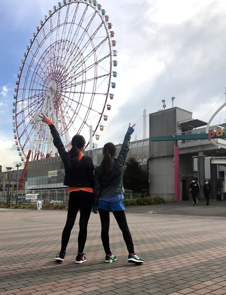 いっしょに名古屋ウィメンズマラソンに挑戦するやのあんなちゃん(右)と練習を頑張ってます!