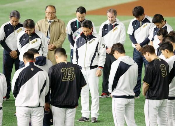 11日の練習前、東日本大震災の犠牲者に黙とうをささげる