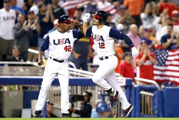 アレナド(背番号12)など「心はワールドシリーズ」な選手が多いアメリカだが…