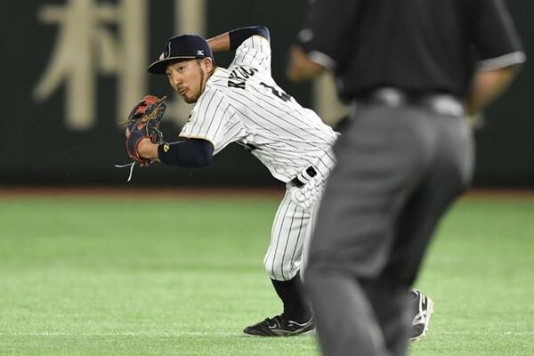 初回、無死一二塁のピンチで、菊池が強烈な打球を横っ飛びで好捕。ダブルプレーで切り抜けて、日本へ流れを呼び込んだ