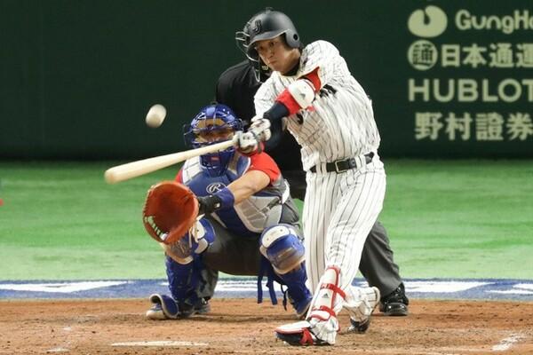同点の4回2死二塁、「1番・DH」の山田がレフトへの勝ち越しタイムリー二塁打を放った