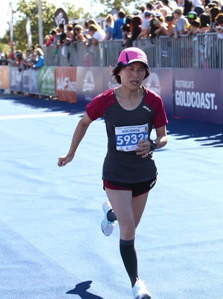 川内選手の母・美加さんは初マラソンのゴールドコーストでサブ4達成!