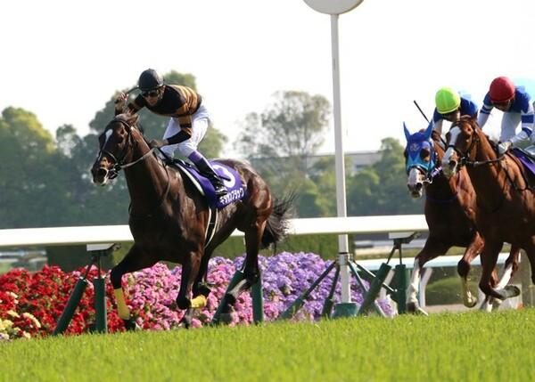 武豊騎乗のキタサンブラックが天皇賞・春を制覇、史上4頭目の連覇を達成!