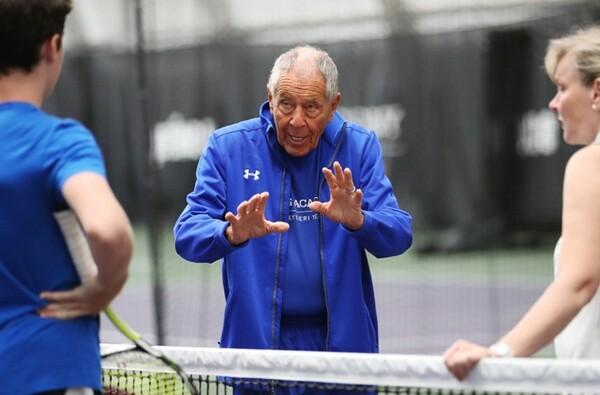 錦織を米国で迎え入れたニック・ボロテリー。85歳になった今もテニスの指導を続けている