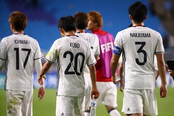 ウルグアイと対戦した日本は粘り強く戦うも、前半と後半の終盤にそれぞれ失点を喫し、0−2で敗れた