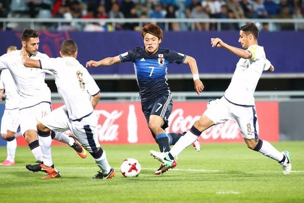 イタリア戦は2点を先行されるも、日本が堂安の2ゴールで追いついて2−2の引き分けに終わった
