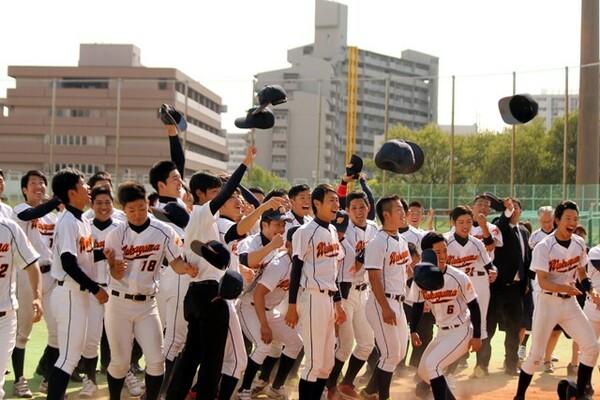 近畿学生野球連盟の最終週、15連覇中の奈良学園大から連勝で勝ち点を奪い、全国の切符を手に入れた