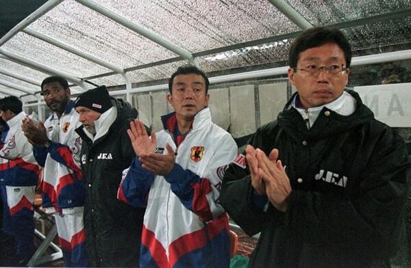 W杯フランス大会予選からコーチを務めた小野。岡田と親密になったきっかけはアトランタ五輪の時だった