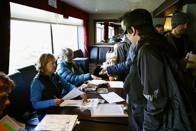 レースへのエントリーは当日6ポンドを払って申込書に記入するのみ。